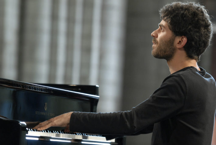 Adam-Laloum-piano-par-Michel-Garnier (1)